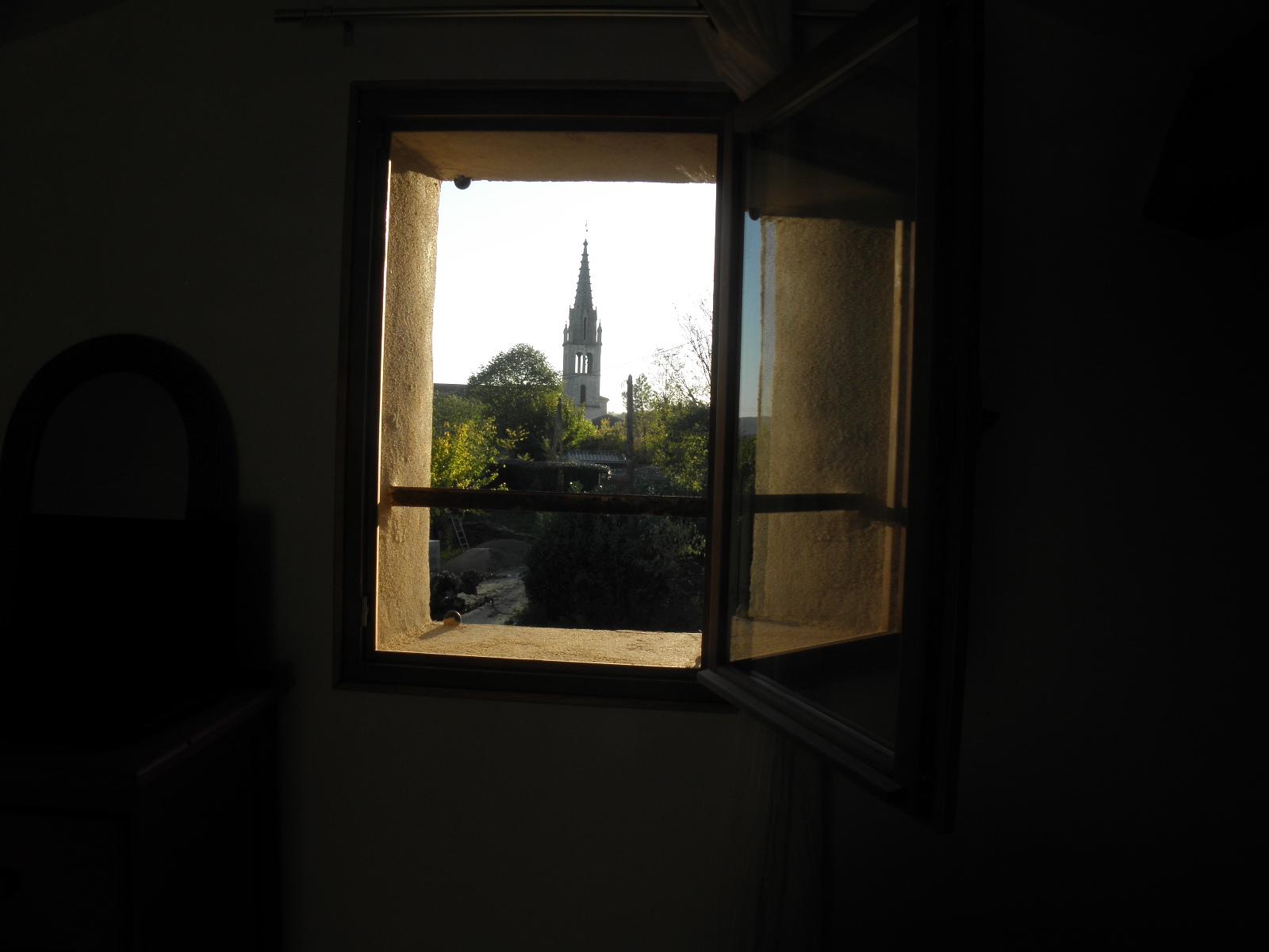 avec vue sur le clocher........